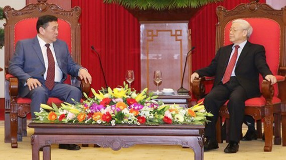 General Secretary of the Communist Party of Vietnam Nguyen Phu Trong and Mongolian Parliament Speaker Miyegombo Enkhbold