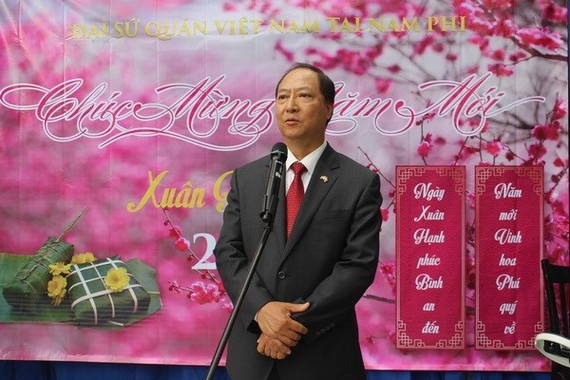 Vietnamese Ambassador to South Africa Vu Van Dung speaks at the Tet celebration in Pretoria on February 11 (Photo: VNA)