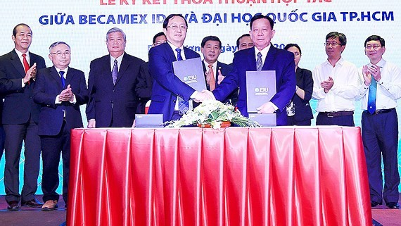 Signing ceremony between VNU-HCMC and Becamex IDC