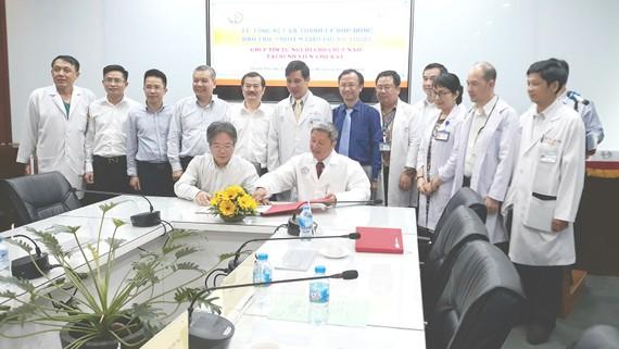 Toàn cảnh ký kết thanh lý thanh lý hợp đồng đào tạo và chuyển giao gói kỹ thuật ghép tim từ người cho chết não giữa BV Chợ Rẫy và BV Việt Đức