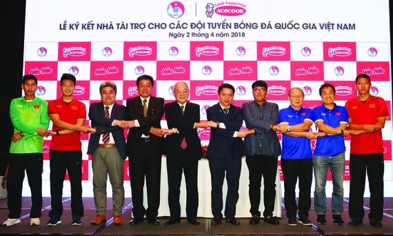 Acecook Việt Nam tài trợ các đội tuyển bóng đá quốc gia