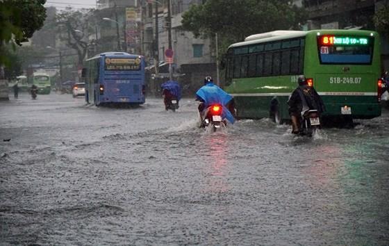 Vấn đề ngập nước là một trong những bức xúc của người dân TPHCM . Ảnh: HOÀNG HÙNG