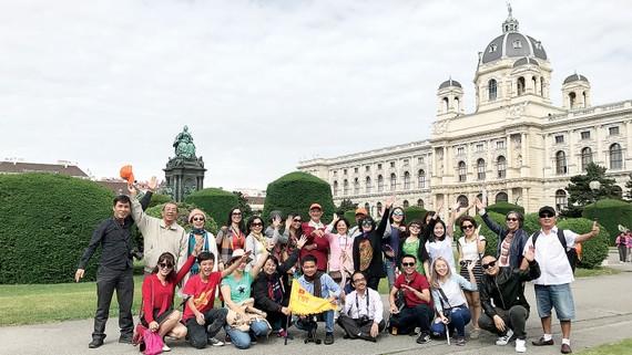 Đoàn khách TST tourist tại châu Âu.