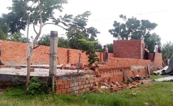 Một trường hợp xây nhà trên đất nông nghiệp tại xã Vĩnh Lộc B, huyện Bình Chánh, TPHCM. Ảnh: LÊ THOA