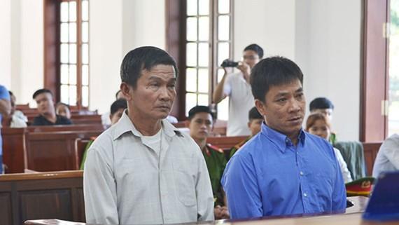 Hai bị cáo Thượng và Giang tại tòa