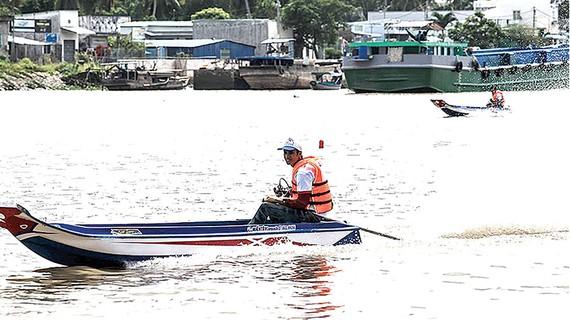 Tay đua Nguyễn Văn Năng về đích tại giải năm 2017. Ảnh: NGUYỄN MINH