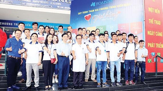 """Tập đoàn Xây dựng Hòa Bình tổ chức hiến máu """"Giọt hồng yêu thương"""""""