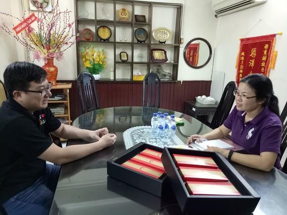 左為西貢屏榮食品有限公司經理黃金億先生。(資料圖源:愛心)