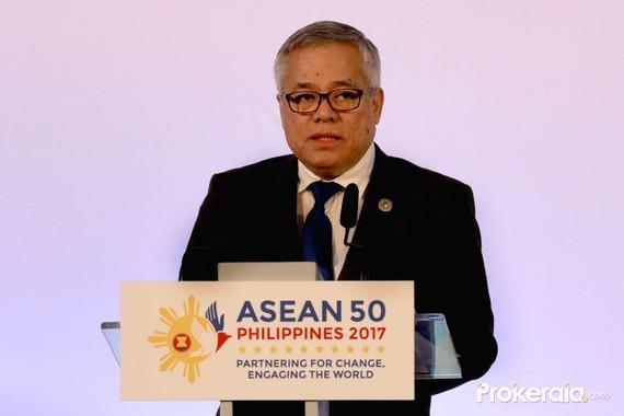 菲律賓貿工部部長拉蒙‧洛佩茲(Ramon Lopez)在會議上發表意見。(圖源:Prokerala)