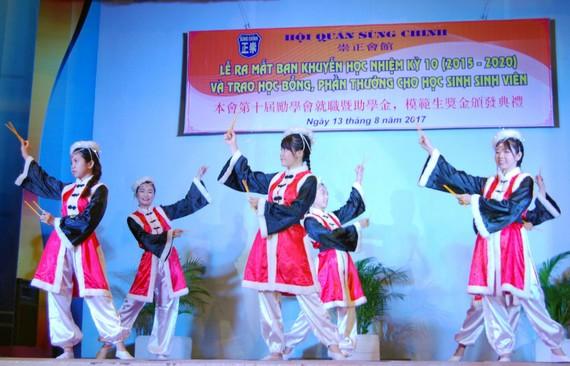 華人學生表演舞蹈。(示意圖源:互聯網)
