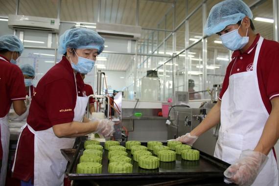 喜臨門餅家的生產線一隅。