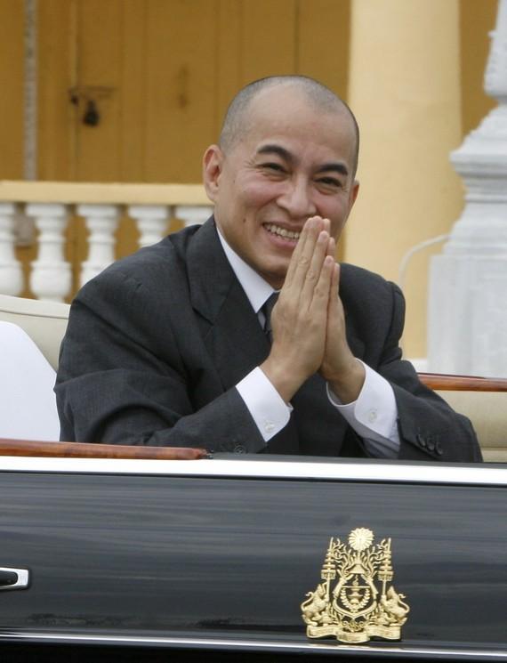 值2017越-柬友好年和越南國慶72週年 (1945.9.2-2017.9.2) 紀念,柬埔寨國王諾羅敦‧西哈莫尼向國家主席陳大光致信祝賀。圖為柬埔寨國王諾羅敦‧西哈莫尼。(圖源:互聯網)