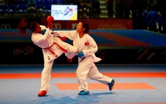 阮氏乖(右)在比賽中。