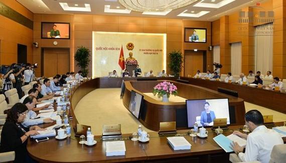 國會常務委員會昨(13)日上午繼續第14次會議議程之現場。(圖源:Quochoi.vn)