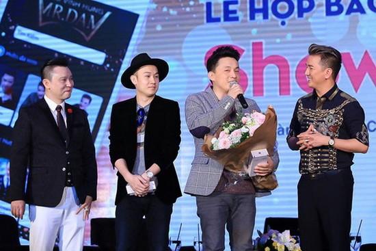 (右起)譚永興、藍長、楊兆宇共同出席以虛擬貨幣計費的Showbizstore應用程式發佈會。