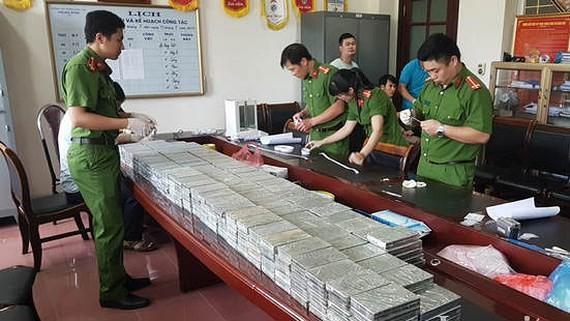 老街省公安破獲的特大毒品案,共達329塊海洛因。(圖源:老街電視台)