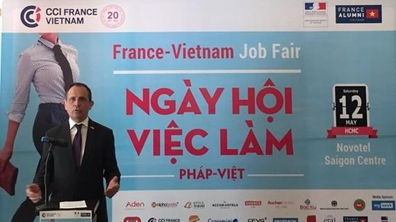 法國駐本市總領事文森特‧弗洛雷亞尼在2018年法-越招聘會上介紹本次招聘會的詳細內容。