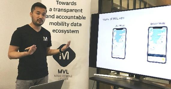 MVLchain 創始人兼首席執行官Kay Woo在發佈會上介紹該網約車應用技術。(圖源:遠通)