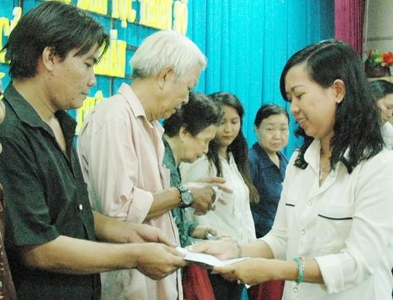 願與讀者一起關愛清貧同胞。