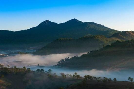 郎比安山對面就是天福德山丘。