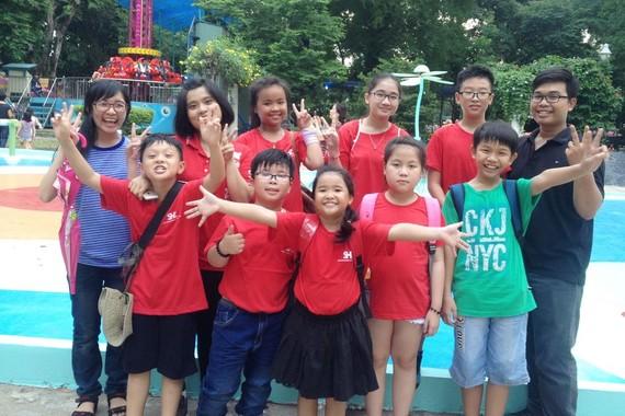 去年 SHZ 暑期班學生到動物園參加課外活動。