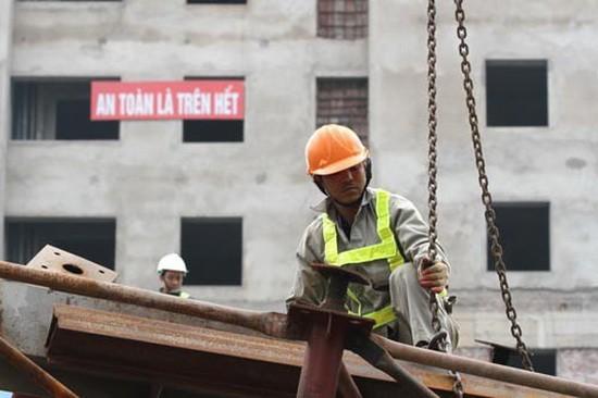 """""""安全至上"""",在所有建築工地都看到的溫馨提示。"""