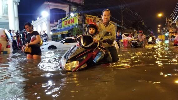 潘輝益街每次下雨都發生嚴重水淹。