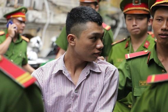 被告人黃俊凱在法庭宣判後被押送至牢房。(圖源:玉華)