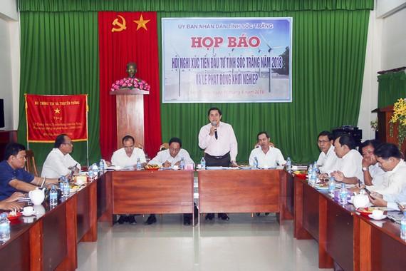 滀臻省人委會副主席吳雄在新聞發佈會上發言。(圖源:STO)