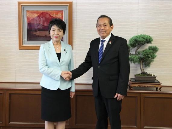 政府常務副總理張和平( 右)會見日本法務大臣上川陽子。(圖源:越通社)