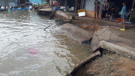 河岸土地坍塌事故現場。(圖源:世英)