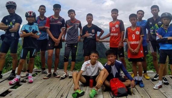 泰國少年足隊成員的集體照片。(圖源:互聯網)