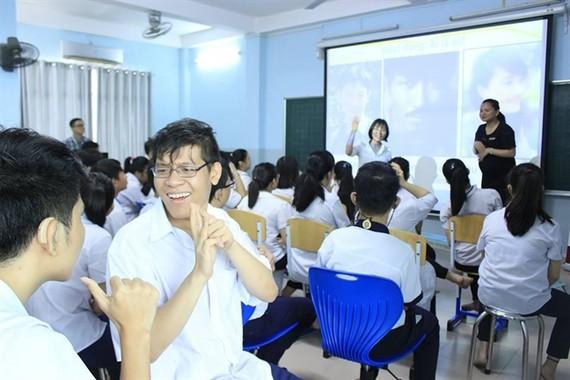 HUN項目的老師們所開設的特殊英語班一瞥。
