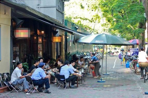 青年最常光顧的地方是咖啡店。