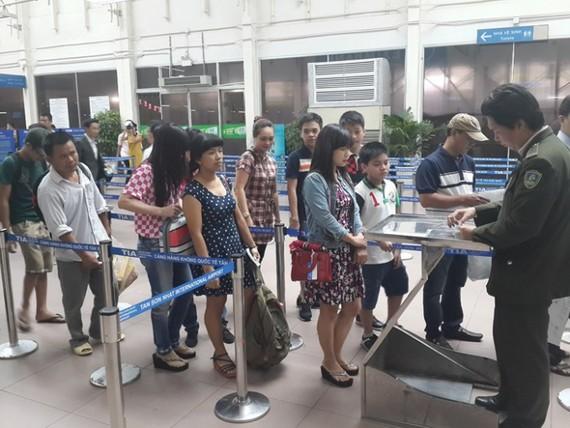 乘客辦理機場安檢手續。(示意圖源:互聯網)