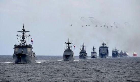 參加韓國國際閱艦式的軍艦。 (圖源:韓聯社)