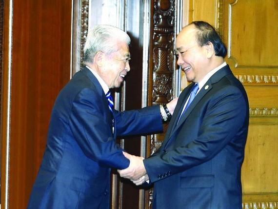 阮春福總理接見日本參議院議長伊達忠。(圖源:越通社)