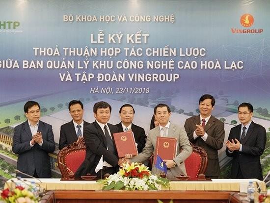 和樂高科技園區管委會代表與Vingroup集團代表簽署和樂高科技園區建設發展戰略合作協議。