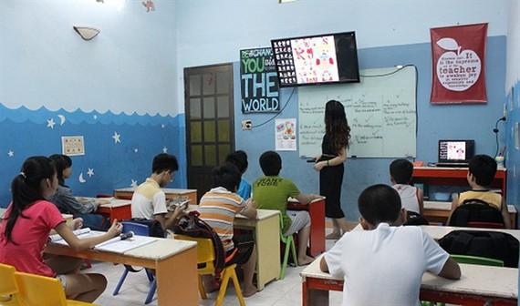 售價一億八千萬元,高出市價一倍的互動面板卻走進了本市各所學校的課堂裡。