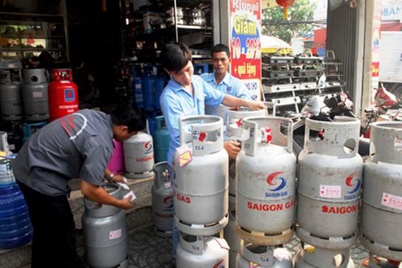 每瓶 12 公斤裝瓦斯跌價 3 萬 3000 元。(示意圖源:互聯網)