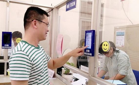 民眾透過軟件對和盛坊公務員的服務態度進行評價。
