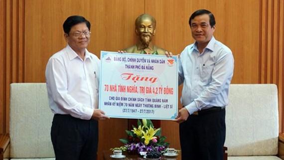 Đà Nẵng tặngnhà tình nghĩa cho gia đình chính sách tỉnh Quảng Nam