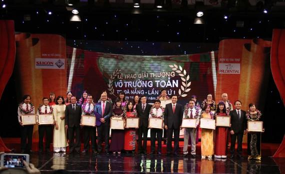 20 thầy cô giáo thuộc thành phố Đà Nẵng vinh dự được nhận giải thưởng Võ trường Toản lần thứ nhất tại Đà Nẵng, năm 2016
