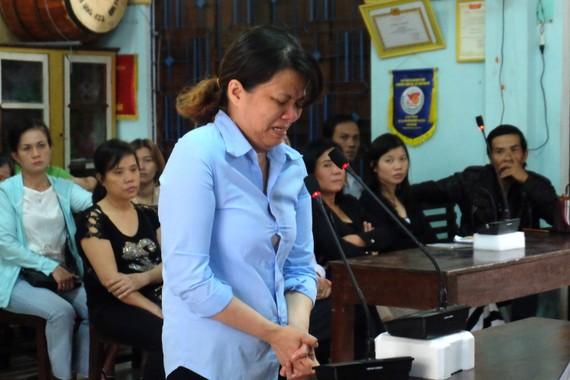 Bị cáo Đinh Thị Hồng, chủ nhóm trẻ độc lập Mẹ Mười