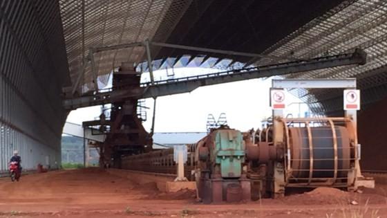 Kho chứa quặng alumin của Nhà máy alumin Nhân Cơ. Ảnh: CÔNG HOAN