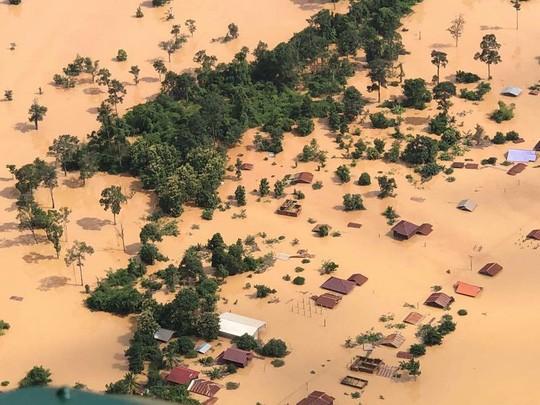 Một khu vực rộng lớn bị lụt sau vụ vỡ đập thủy điện tại Lào. Ảnh: IDSALA