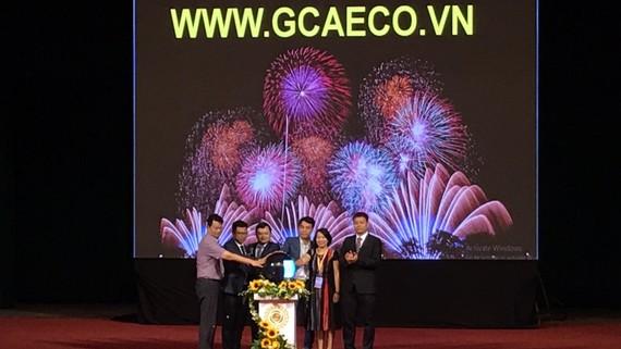 Đại diện Bộ NN-PTNT, Bộ Công thương và Trung ương Đoàn TNCS Hồ Chí Minh tham gia bấm nút khai trương sàn thương mại điện tử dành riêng cho nông sản sáng 7-11