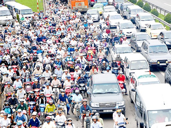 Traffic jam is a permanent issue in many areas, HCMC during peak hours (Photo: SGGP)