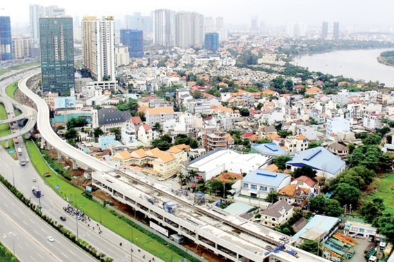 An above the ground stretch of Ben Thanh-Suoi Tien metro line along Hanoi Highway (Photo: SGGP)