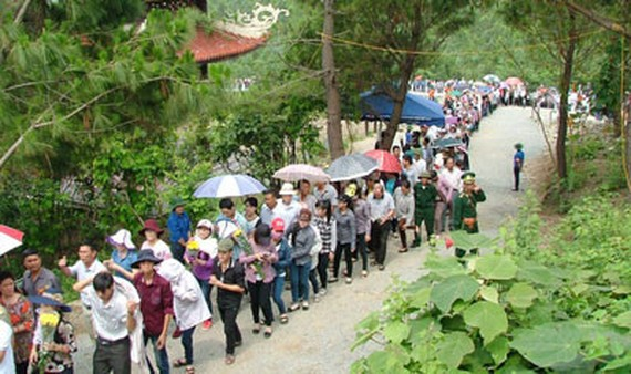 Quang Binh province receives thousands of visitors to General Vo Nguyen Giap's grave during large holidays annually (File photo: SGGP)